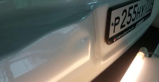 Удаление вмятин на бампере без покраски методом PDR. Фото ДО