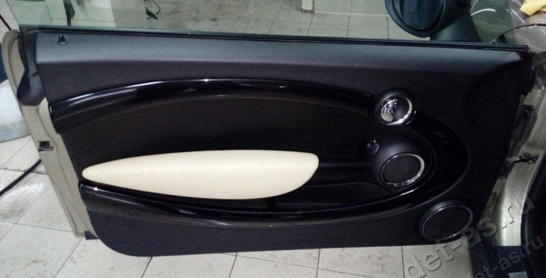 Химчистка дверей автомобиля после
