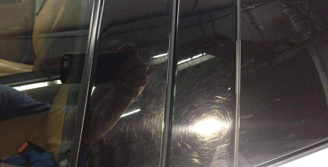 Царапины на стойках дверей. Фото До.