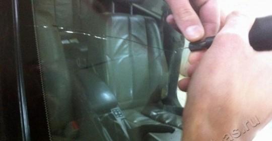 Остановка трещины лобового стекла